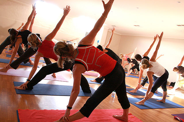 640px-Yoga_at_a_Gym.jpg