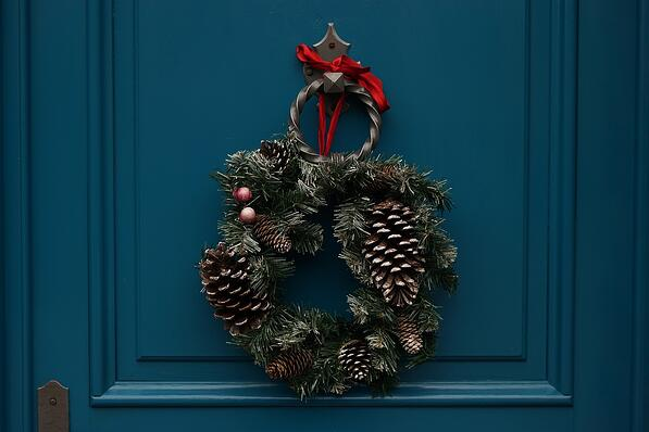 how-to-decorate-for-the-holidays-when-selling-your-home-4.jpg